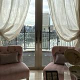 天気が良ければ窓の外で写真撮影できます。