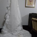 裾の長いステキなドレスでした。