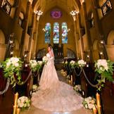 純白にドレスをより美しく魅せる大聖堂