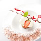 洋食コース。ショコラムースケーキとミルクジェラート!ベリーのソースで♪