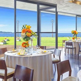壮大な景色を愉しめるオーシャンビューのパーティルームがついに誕生!お洒落な空間で最高のひとときをお急ぎ婚やおめでた婚の方には経験豊富なスタッフが対応してくれるので安心。