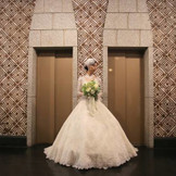 ロビーはクラシカルな雰囲気で憧れの大人花嫁に