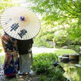 広大な日本庭園での写真撮影。季節折々の景色を感じられる。