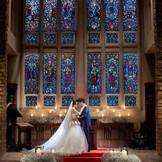 堂内に配された30枚のステンドグラスと、パイプオルガンの音色が、ふたりの大切なゲストにも感動をつたえます。