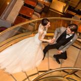 螺旋階段。ロビーやラウンジなど、館内すべてに上質が宿るヒルトンブランドでゲストをおもてなし
