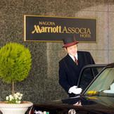 ホテルへ到着されたその時から、大切なゲストを大切にお迎えします。 おふたりと共に、大切なゲストへのおもてなしの気持ちを伝えます。