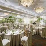 9月にリニューアルオープン「マグノリア」。ホテルウェディングとして相応しい豪華な披露宴会場として生まれ変わりました。