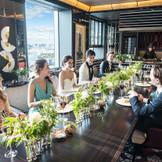 ご親族のみなさまで和やかなお食事会を… ドレス・タキシードをお召しのままゲストのみなさまと思い出のお写真を残して…