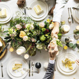 ゲストと近い距離で楽しい会話と美味しい料理を楽しむフィールキッチン