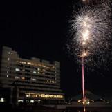 海に近いリゾートホテルならではのオリジナル演出。ゲストの皆さまへ花火で彩るビッグサプライズプレゼントはいかが