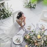 テーブルクロスの色、ナプキンの折り方、ゲストテーブルを飾るお花などおふたりらしさが表現できるテーブルコーディネート