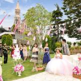 『ドリームガーデン』        チャペルまで広がるガーデンでは、ゲストをおもてなしする空間を演出します。