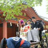 メルパルクに隣接する伊佐爾波神社へは道後観光もかねて人力車で