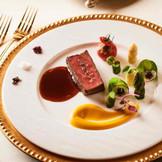 シェフならではの提案で応えながら、幸せな宴にふさわしい料理。
