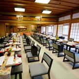 季節の食材をこだわりの器に盛りつけた京会席料理と、スタッフの暖かなおもてなしで、ゆったりとした時間をゲストの皆さまとお過ごください。