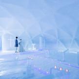 冬の1ヶ月にだけ姿を見せる「氷の教会」。雪と氷だけでできた日本で唯一の教会に永遠を誓う。
