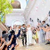 イタリアの街並みの様な大階段で祝福のフラワーシャワーを♪