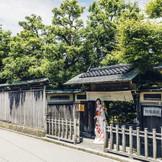 金沢市指定文化財「表門」からゲストをお迎