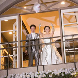チャペルの1階上の窓からの ブーケトスは迫力満点でゲストと盛り上がる人気の演出