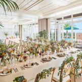 ガーデンテラス付きのパーティ会場は自由にカスタマイズ可能で、沖縄らしい飾り付けや演出などでお2人らしいパーティが可能
