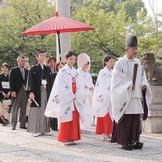厳かな雰囲気の中での神前式。神社も多数ご紹介可能。