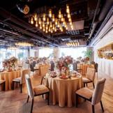 【アトリエ ウェアハウス】シックな雰囲気にフルオープンライブキッチンが付いた華やかな空間