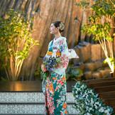 【ドレスも和装も映えるチャペル】陽光と緑に包まれた自然溢れる空間。