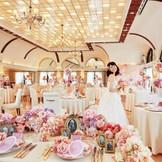白×ピンクの大人可愛いテーブルコーディネート♪