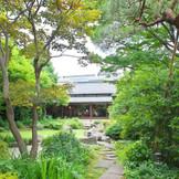 平安時代からの歴史を持つ大澤家。 季節折々の風情に魅せられる和風庭園・