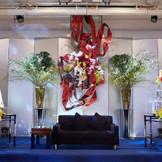 ひな壇をソファにしたり、オブジェを飾ったり!