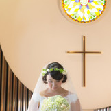 自然光で満たされるチャペルはご新婦様の表情も優しく包み込みます