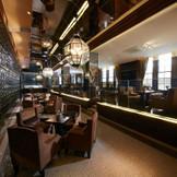 ゲストをお迎えするラウンジはスタイリッシュなデザインでゆったりと過ごせる上質な空間。