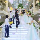 セレモニーの始まりは、大階段からの入場シーン・・・ それぞれの歩んできた人生、出会ってからの道のり。 大切な意味をもつ、ルミアモーレの大階段。