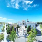 圧倒的な存在感を放つ大階段が印象的な独立型の大聖堂。バルーンリリースも人気の演出のひとつ。