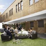 プライベート感に満ちたオープンエアの中庭ではウエルカムパーティを!