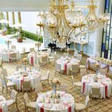 【プールヴィラ】白を基調とした可愛らしいパーティ会場