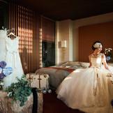 宿泊フロア『VILLAS-ヴィラズ-』。新郎新婦専用スイートルームとゲストルームの全14室。挙式前日や挙式後のご宿泊で、幸せなウエディングのひとときをより長く過ごせる。