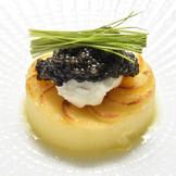 ポンテベッキオと言えばこの料理「キャビアを美味しく召し上がっていただくために」出来たスペシャリテです。