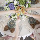 ゲストテーブルも程よい近さで、会話も弾む。お料理と共に楽しい時間を過ごそう。