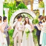 小さな結婚式の中でもガーデン挙式が出来るのはここだけ!! 開放感溢れるガーデンでする挙式は格別♪