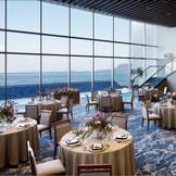 会場と海が一体になるように設計されたパーティ会場