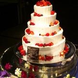 お二人の希望のデザインで、世界に一つだけのウェディングケーキをお作りします♪