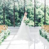 自然光のもとでドレス姿も美しく映える