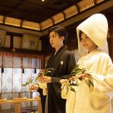 神前結婚式創始の伝統と誇りを受け継いだ東京大神宮の荘厳な結婚式は、ご参列の方々の心にも生涯深く刻まれることでしょう。