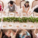 料理との相性を的確に捉えたソムリエの提案が、普段とは一味違う食事を提供してくれる。美味しいコース料理と美味しいワインをゲストと近い距離で楽しむ時間は、何もしていないのに優雅で上質なひと時となるだろう。