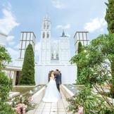 青い空に映える白亜の大聖堂
