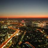 大阪港を一望できる、最上階からは極上のサンセットがご覧いただけます