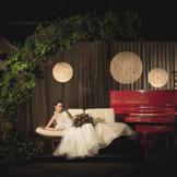 CROSS WEDDING レッドピアノが印象的なコーディネート