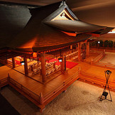 ヒノキの香りがする空間。伝統ある日本古来の挙式が実現できます。