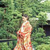 ホテルの別邸、緑あふれる庭園と風情ある数寄屋造りの「粟田山荘」での前撮りも人気。本物だけが醸し出す静謐な空間で伝統の和装姿を残していただけます